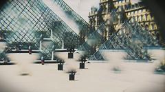 Louvre  - París  Cansada de las mismas fotos de siempre decidí usar mi caleidoscopio. (Oh my little Darling) Tags: museo parís