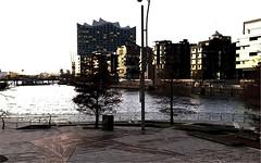 1009-ATARDECER EN EL PUIRTO DE HAMBURGO (--MARCO POLO--) Tags: atardeceres ciudades rincones mares ocasos arquitectura edificios