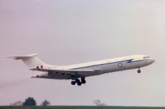 XR810 / 810 Vickers VC10 C1 cn 830 Royal Air Force East Midlands Airport 08May85 (kerrydavidtaylor) Tags: egnx ema
