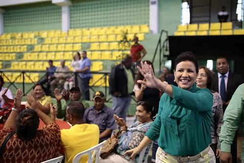 "Margarita Cedeño lleva espíritu navideño a humildes familias de Puerto Plata. • <a style=""font-size:0.8em;"" href=""http://www.flickr.com/photos/91359360@N06/32749299090/"" target=""_blank"">View on Flickr</a>"