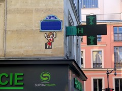 PA_342 Reactivated space invader in Paris 9th (Sokleine) Tags: spaceinvader invader tiles mosaics faïence ceramics streetart street rue wall mur artderue urbanart arturbain architecture building red rouge citycentre paris 75009 france pharmacie chemitry apothek woman femme sign enseigne