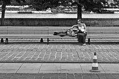 Friends (Campanero Rumbero) Tags: budapest hungary hungria day dia travel turismo trip monocromo bn city ciudad street calle europe europa banca friends amigas mujeres people gente summer verano