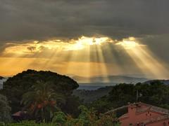 Divendres Sant (bertanuri bcn) Tags: panasonic lumix leica fz82 begur girona storm sol tormenta soleil sun gir landscape paisaje paissatge nwn catalunya catalonia catalogne cataluña