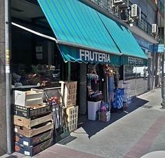 Fruteria y Ferretería (juliosanzmillan) Tags: batán ferretería frutería