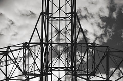 Symétrie (Atreides59) Tags: lyon rhone rhône pentax k30 k 30 noir et blanc noiretblanc nb black white blackandwhite bw sky ciel nuages clouds urban city street art pentaxart atreides atreides59 cedriclafrance france