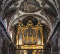 """Musica Celestial"" (Capuchinox) Tags: iglesia church chapell capilla organo sevilla seville olympus cupula andalucia venerables nik dodgeburn dodge burn"