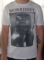 #2091A Morrissey - Double Decker Bus (Minor Thread) Tags: white minorthread tshirtwars tshirt shirt vintage rock concert tour merch punk morrissey moz thesmiths doubledeckerbus red uk england hollywoodhigh 2013