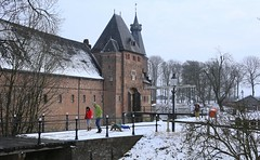 Enjoying a snow ride at Doorwerth Castle (B℮n) Tags: doorwerth castle rhine river kasteel footpath floodplains walking hiking forest arnhem veluwezoom anno1206 dorenweerd family impresive history snow winter uiterwaarden rijn musea wandelen fietsen struinpad heuvellandschap nederland holland netherlands old tree glorie medieval 12thcentury winterlandschap sneeuw sneeuwval panorama people children kids slee sled sleeën sleetje rijden 50faves topf50 moments