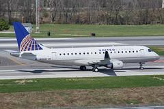 SkyWest Airlines (United Express) // Embraer ERJ-175LR // N206SY (cn 17000637) // KCMH 4/2/17 (Micheal Wass) Tags: cmh kcmh johnglenncolumbusinternationalairport johnglenninternationalairport johnglennairport oo skw skywest skywestairlines embraer embraer175 embraer175lr e175 erj170200 erj170200lr embraere175 e75l n206sy