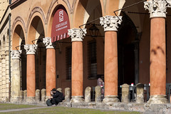 Bologna (Italy) - Piazza Santo Stefano (Massimo Battesini) Tags: nationalgeographic worldtrekker bologna emiliaromagna italia it worldcitycenters olympusem10markii olympus em10markii mzuikodigitaled12503563ez zuiko portici arcades soportales volte archi arch porticos piazza place square plaza centrostorico zentrum centreville centromedievale centremédiéval medievalcenter centromedieval città ville city stadt town ciudad photographiederue streetphotography fotografiaderua photosdelavie escenacallejera italien italy italie piazzasantostefano europe europa