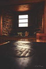 Viejas costumbres (A. del Campo) Tags: nikond7000 nikon nikkor rural españa spain galicia lugo cocina ventana pueblo contraluz interior indoor kitchen jar old vintage jarra