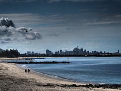 dramatic curve (Mariasme) Tags: two people beach cityskyline dramatic sydney seascape