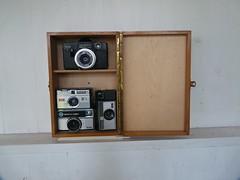 K&K (QQ Vespa) Tags: kamera kiste holzkiste camera instamatic reflex 50 220 155 xenar reomar schneiderkreuznach vintage old classic