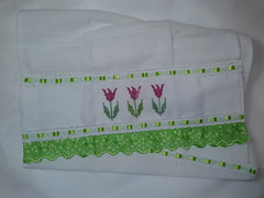Pano de Prato Bordado Ponto Cruz - Tulipas Rosas C002 (SaluArts) Tags: flores de pano artesanato cruz ponto prato copa bordado