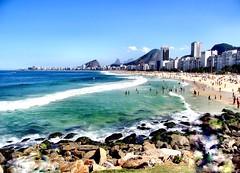 DSCF9176 - Praia de Copacabana - Rio de Janeiro - Brasil (Marcia Rosa ()) Tags: sea people praia beach nature water beauty gua stone brasil riodejaneiro mar rj gente natureza sunny copacabana beleza pedra marciarosa