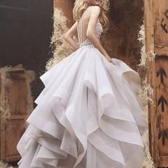 กระโปรงที่สวยที่สุดในโลก^.^ สาวๆ คนไหนกำลังหาแบบชุดอลังๆ ลองเก็บชุดนี้ไว้พิจารณากันนะค้าาา.... สนใจตัดชุดราตรี เดรสออกงาน ชุดเพื่อนเจ้าสาว ลองเข้าไปดูผลงานสวยๆ ได้ที่ www.dressbyatale.com หรือลองแอดไลน์มาคุยกันได้คะ Line : gib-atale #ชุดราตรี #ชุดลูกไม้ #