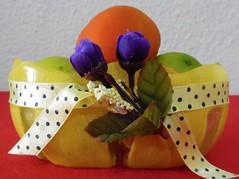 Cestinhas com fundos de garrafão de água (Brechó de ideias) Tags: flores preto vermelho cerâmica fuxico coração sementes colar gargantilha velas colares linha cordão laço miçangas acabamento cortadosrecortes
