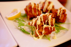 fried chicken (HAMACHI!) Tags: food macro chicken japan restaurant tokyo spring snap fujifilm friedchicken 2014 32mm xm1 xmount touit1832 fujifilmxm1