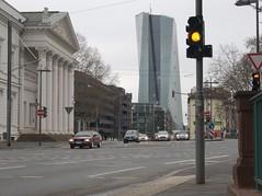 frankfurt_fz50_1140638 (Torben*) Tags: lumix streetlight frankfurt panasonic ampel frankfurtammain ecb fz50 ezb literaturhaus europeancentralbank europischezentralbank rawtherapee