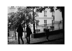 passants (Glow_soli) Tags: white black paris analog canon kodak montmartre unknown