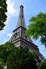 Eiffel (Lorena Palma) Tags: city summer paris france tower love nikon europa europe amor eiffeltower ciudad eiffel toureiffel verano francia cityoflove