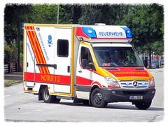 Mercedes-Benz Sprinter Rettungswagen (v8dub) Tags: auto car germany deutschland mercedes benz automobile automotive voiture ambulance allemagne bremerhaven rettungswagen niedersachsen sprinter ambulanz wagen pkw