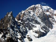 Monte Bianco. Cresta di Peuterey. (Marco MCMLXXVI) Tags: italy mountain alps landscape europe outdoor hiking ridge monte alpi mont bianco blanc montblanc montebianco 45005000m peuterey