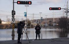 Reporter (le calmar) Tags: sunset canada water canon river reflex flooding eau downtown dusk rivire dos qubec sherbrooke soir centreville innovations saintfrancois 50d canon50d