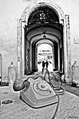 ..se telefonando.. (bosi77up) Tags: blackandwhite bnw italy italia marche ascolipiceno ring telefono