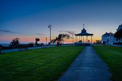 19.40 (TanzPanorama) Tags: night dusk promenade england folkestone theleas pegrola bluehour flickr travel seaside lawn tanzpanorama sel1635z fe1635mmf4zaoss sonya7ii ilce7m2 a7ii ff empty town bandstand