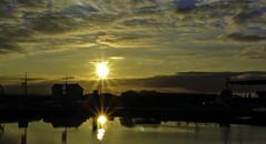 Double sunset (Kat-i) Tags: sonnenuntergang sunset bremerhaven weser himmel sky wolken clouds wasser water häuser buildings sonne sun reflections spiegelungen nikon1v1 kati katharina 2017