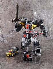 Dancouga 03 (guitar hero78) Tags: actionfigure action anime dancouga chogokin sentinel toys jfigure jmodel fujifilm fujinon xf60mm stilllife super robot