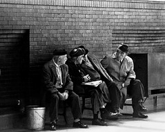 (Castelvecchi.Tony) Tags: streetphotography bw blackwhite elderly