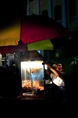 Si,  hay santos que venden Maíz Pira. (Adorata Mimosarium.) Tags: pop corn señora calle salamina semana santa