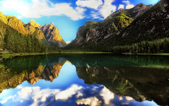 Dolomiti - la clessidra addormentata (Gio_guarda_le_Stelle) Tags: landscape mountainscape toblach toblachsee dobbiaco lake reflection clouds sunset italy quiet atmosphere