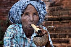 Cheroot (Ma Poupoule) Tags: cheroot myanmar birmanie asie asia porträt portrait retrato ritratti ritratto fumée cigarette cigar cigare regard femme vieillefemme woman oldwoman burma
