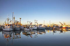 _40A6652 (ChefeGrande) Tags: texas southtexas gulfofmexico aransasbay shrimpboats coastal seashore serene seaside sea reflection water marina landscape sunset