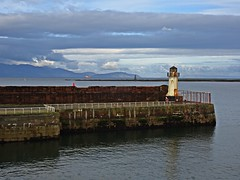 That Time Of Year Again (Bricheno) Tags: ardrossan harbour ardrossanharbour port clyde estuary river firth firthofclyde beacon lighthouse boat arran isleofarran island horseisland bricheno ardrossanpierheadlight ayrshirecoast scotland escocia schottland écosse scozia escòcia szkocja scoția 蘇格蘭 स्कॉटलैंड σκωτία