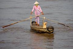 Master & commander (Mekong Delta, Vietnam) (armxesde) Tags: dog water hat river boat pentax delta vietnam mekongdelta fluss mekong k5 sampan oars