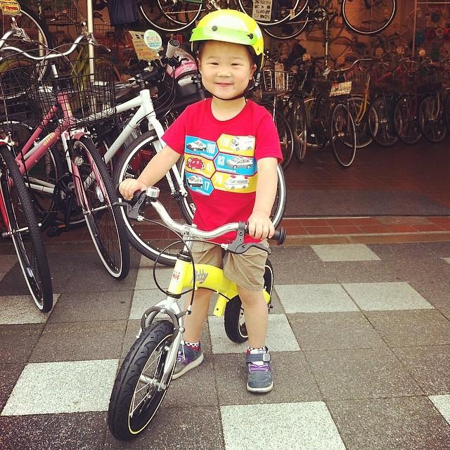 今日のへんしんキッズは恥ずかしがり屋のカンタくん!初めは怖かったみたいだけど、チョット乗ればニッコニコ☆おばあちゃんと練習頑張って! #へんしんバイク #へんしんバイク #ホビーバイク #バランスバイク #eirin
