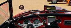 auto red rot classic car rouge mirror rojo automobile spiegel convertible voiture coche espejo vermell miroir rosso cabrio ragtop specchio roadster cabriolet mirall tourer classique clásico classico cotxe droptop descapotable klassisch clàssic decappottabile cabriolé convertibile dropheadcoupé escappottabile