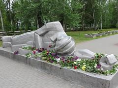 IMG_2914 (www.yokayoka.ru) Tags: park fire may ukraine 2014 massgrave may9  9   eternalfire   melitopol saporischschja   9mayflowers