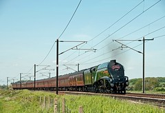 Climbing the bank Gresley style. (FlyingScotsman4472) Tags: africa south union bank railway steam locomotive a4 nottinghamshire retford mainline lner 60009 gamston