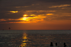 长滩岛落日 | Sunset at Boracay (Owen Wong (Thank you)) Tags: ocean sunset sea people cloud sun landscape island asia philippines boracay 风景 日落 落日 景色 海洋 太阳 大海 亚洲 火烧云 海岛 云层 岛屿 长滩岛