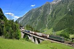 """Re 4/4 11330 """"SBB"""" Wassen (Matthias Greinwald) Tags: zug sbb re grün 44 mittlere gotthard güterzug wassen 11330 gotthardbahn nordrampe meienreussbrücke"""