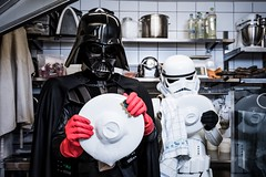 L'Empire contre la Crise (mictan) Tags: nikon d810 starwars darkvador dark vador darthvader darth vader stormtrooper crise fun funny finance argent money plonge vaisselle washing