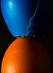 Smashed (tom.leuzi) Tags: blitz canonef100mmf28macrousm canoneos6d ei hmm kreativ macromondays makro strobist blau blue creative egg flash food macro orange orangeandblue easter ostern