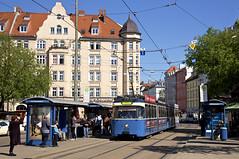 P-Zug 2005/3004 am Kurfürstenplatz (Frederik Buchleitner) Tags: 2005 3004 kurfürstenplatz linie21 linie2128 linie28 linienverbund munich münchen pwagen strasenbahn streetcar tram trambahn