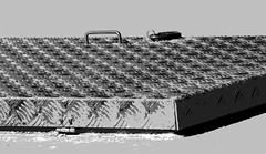 Trappe gardée (Pi-F) Tags: effet nb solarisation négatif cadenas trappe fer plaque métal aluminium charnière fermeture