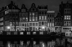 prinsengracht 88 --> (petdek) Tags: prinsengracht architecture nl canal houseboat night blackandwhite fronts